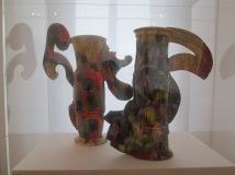 """Betty Woodman, Paire de vases Tokyo, 1990, faience, musée des arts décoratifs Paris, dépôt du fonds national d""""art contemporain"""