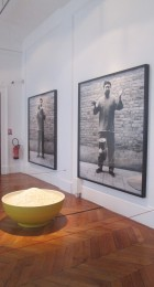 Laisser tomber le vase....Ai Weiwei