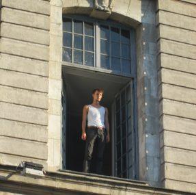 comedien à la fenêtre