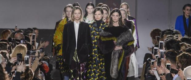defile-dries-van-noten-automne-hiver-2017-2018-de-paris